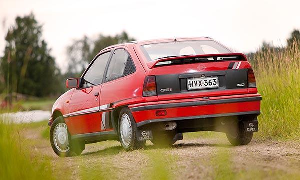 Opel Kadett GSI '86 - Diivan kipakka Kadett