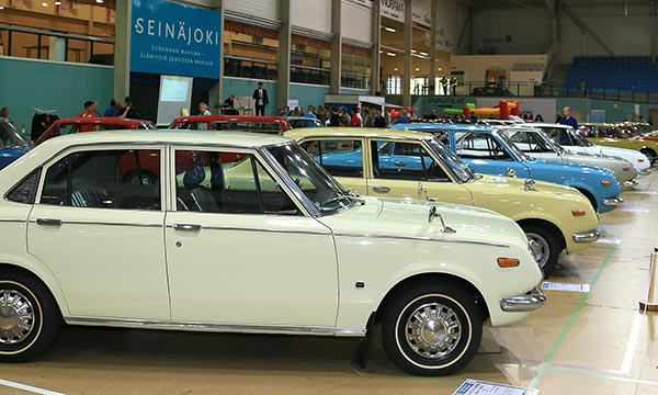 Isot kemut – Toyota Nostalgia