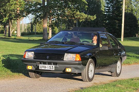 Tulta ja mukavuutta – Renault Fuego Turbo '84